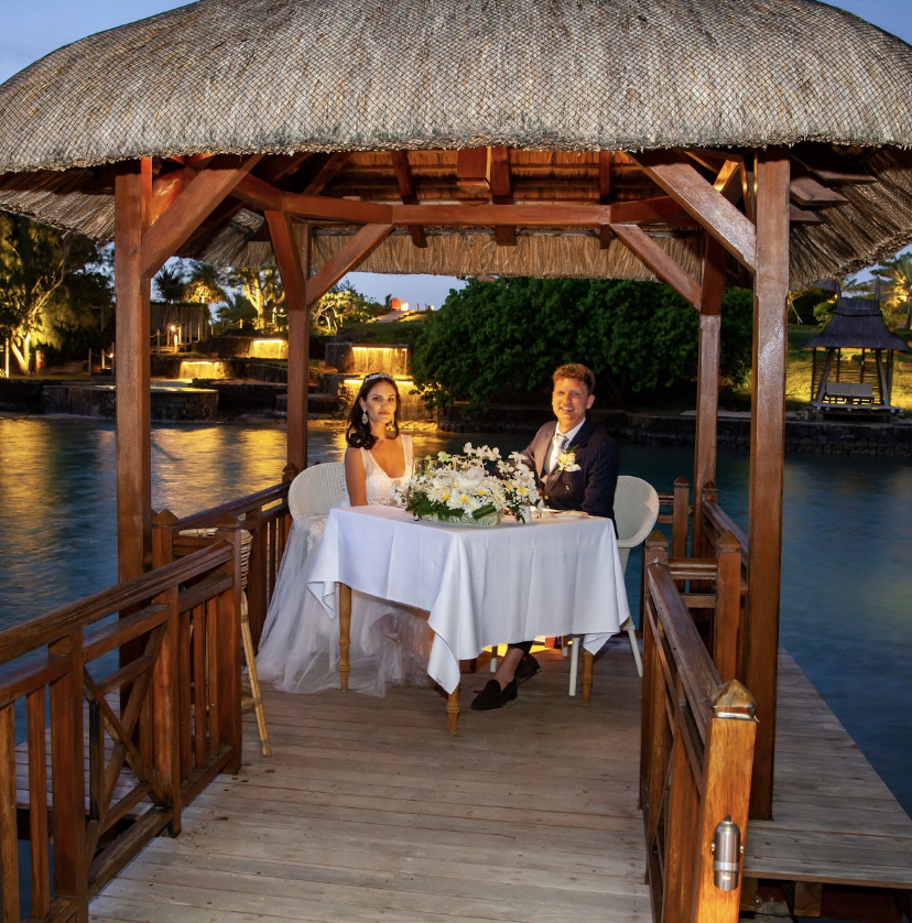 paradise cove candlelit dinner - real wedding review in Mauritius